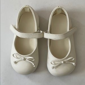 Baby deer girls size 6 Mary Janes